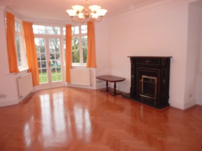28 Audley Road W5 008