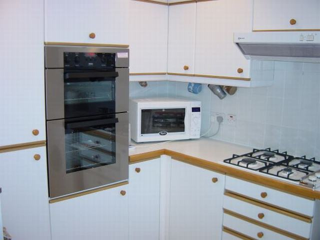 11 Kitchen Oven Microwave and Gas Hob